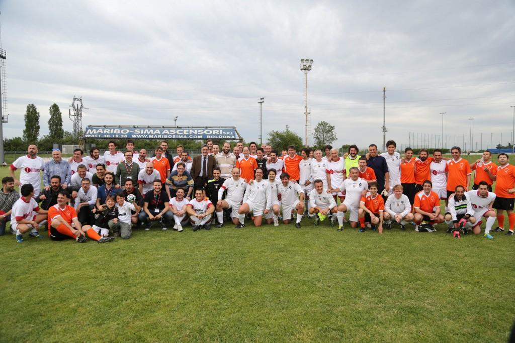 BOLOGNA Triangolare Trofeo Illumia Cup organizzata insieme con la onlus ÔLa MongolfieraÕ. Gruppone di tutte le squadre